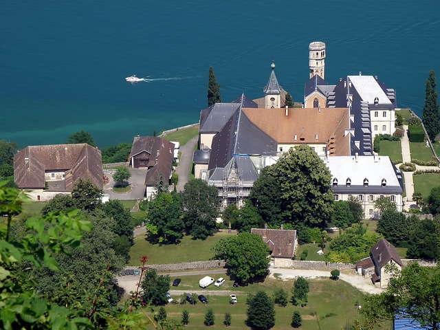abbaye d'hautercombie, monastery, buildings, sea, ocean