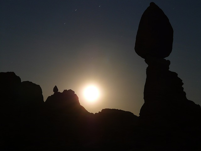 balanced rock, night, moonlight, moon, darkness