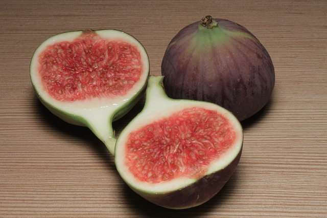 calcium, fiber, fig, figs, fruit, half, slice, sliced