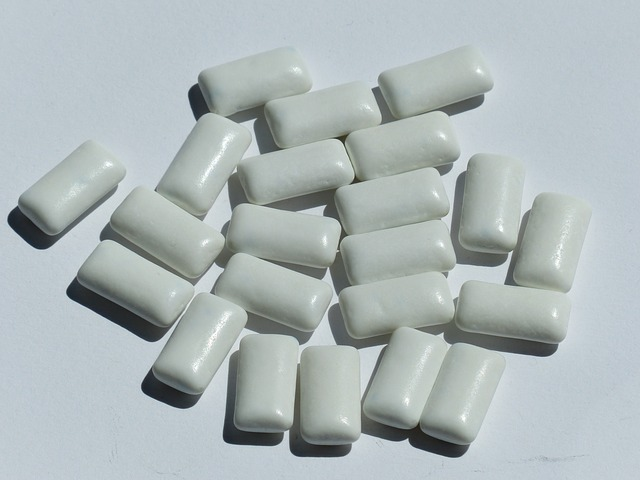 chewing gum, sweetness, dental care, white