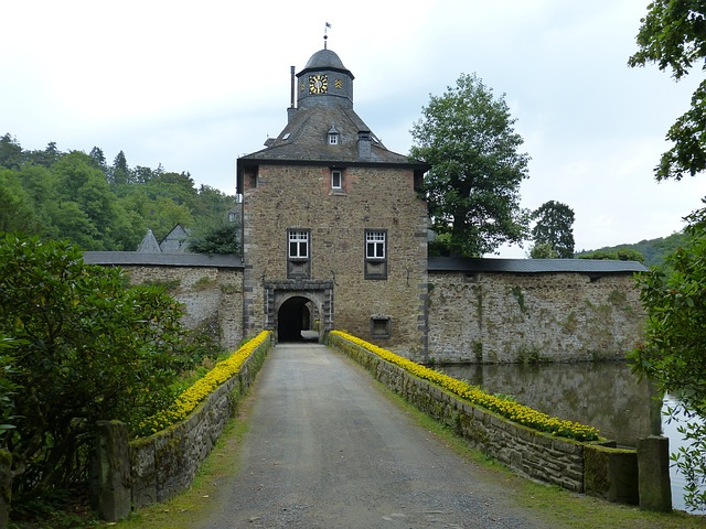 crottorf, closed, moated castle, old bridge