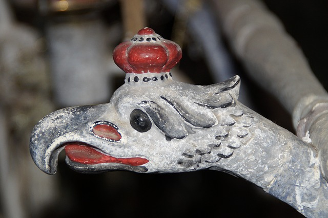 detail, eagle head, carved, old, painted, wood
