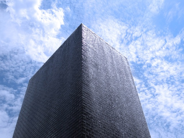fountain, crow, downtown chicago, black granite