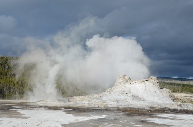 geyser, castle geyser, yellowstone