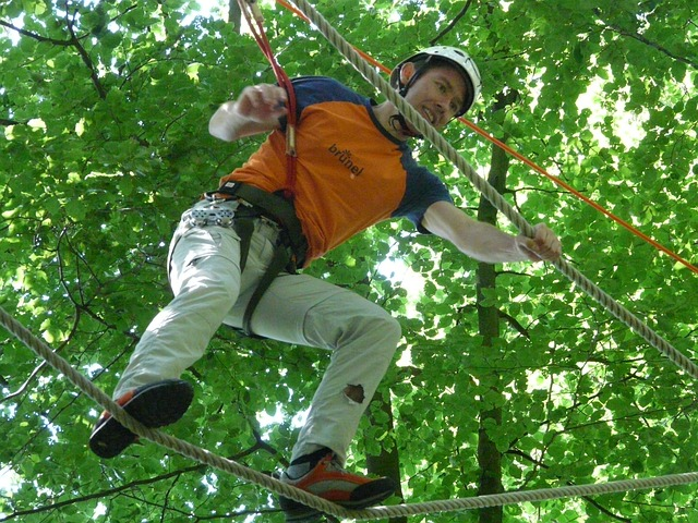 high ropes course, balance, voltage, shaky
