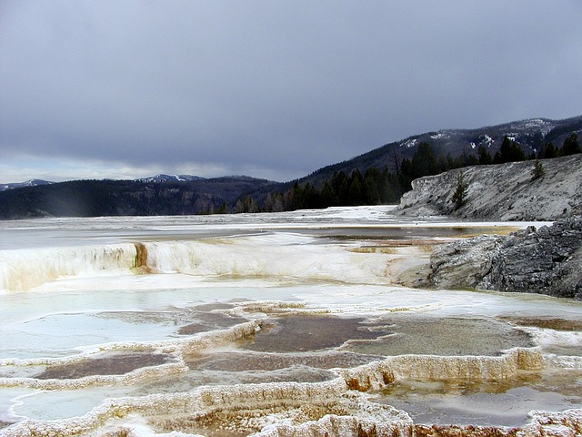 mammoth, hot, springs, terrace, minerals, landscape
