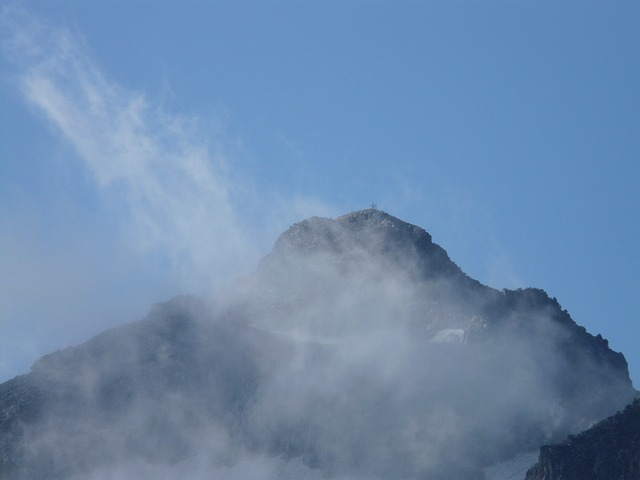 pico aneto, pyrenees, summit, mountain summit, clouds