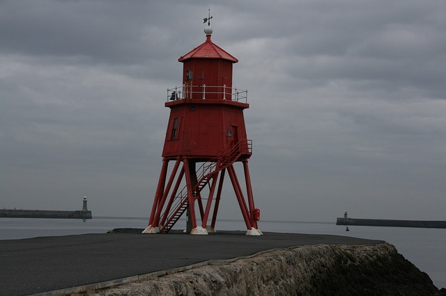 south shields, river tyne, lighthouse, herd sands