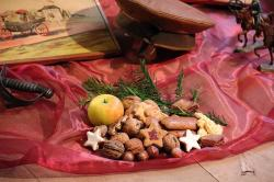 christmas, nostalgia, colorful plate, gift table, gifts