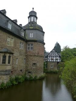 crottorf, closed, moated castle, architecture, romance