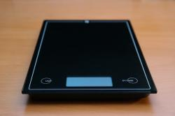 horizontal, kitchen scale, black, budget