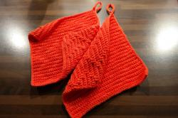 oven mitts, red, crochet, wool, fabric