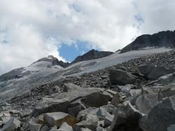 pico aneto, hike, rock, scree, pyrenees, mountains