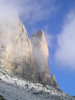 three zinnen, lavaredo, small gargoyle, yellow edge