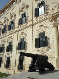 well, facade, city palace, valletta, malta, gun, defend